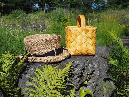 カゴと帽子と、北海道の大自然