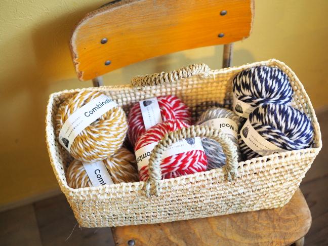 毛糸とパームかご