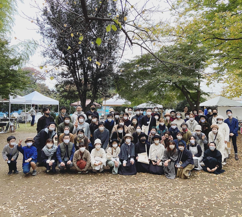 ・第3回目KODAWARIのいと@kodawarinoito ・今年は格別に感動の想いが込み上げます・この日を終えた今開催できてよかったと心から思っています・これも皆様の素晴らしいエネルギーが合わさってこその大盛況だと・一番嬉しかったのは元気かなと思っていた人達にリアルなこの場所でたくさん会えた事、そしてみんなそれを望んでいて共感できた事・悔やまれるのは一日が本当にあっという間でもっとお話しやこんにちはやありがとうのご挨拶をしたかった事・・この場を借りて心より感謝とお礼を申し上げます・ご来場くださいましたお客様ご出展者の皆様会場の初雁公園の皆様ご近所の皆様宣伝してくださった皆様開催にあたり一緒に知恵や力を出してくださった運営の皆様・・本当にありがとうございました・・KIKONOのブースに寄ったけど忙しいそうだったから話しかけなかったよ、という方ももしいらっしゃったら是非ゆっくりお店に遊びにいらしてくださいね・・一枚も写真を撮っていなかったことに自分でも驚きますが、最後に貴重なワンショットが撮れました・片付けはじめた時に写真撮影のタイミングになってしまい映っていない方も多いと思いますが出展者の皆様達です・・KODAWARIのいとまた次回につなげられますように・これからもどうぞよろしくお願いします・・#kodawariのいと #KODAWARIのいと