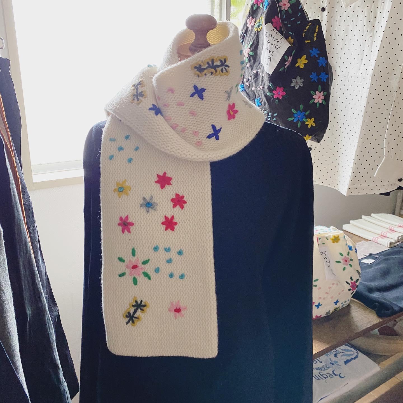 ・おはようございます・本日11:00からpot and tea展秋冬スタートです・@potteapot ・手編みのマフラーに手刺繍を施したかわいい一品やバッグも心躍ります・秋冬の新作から定番までそろっていますので是非お楽しみくださいませ・・#potandtea