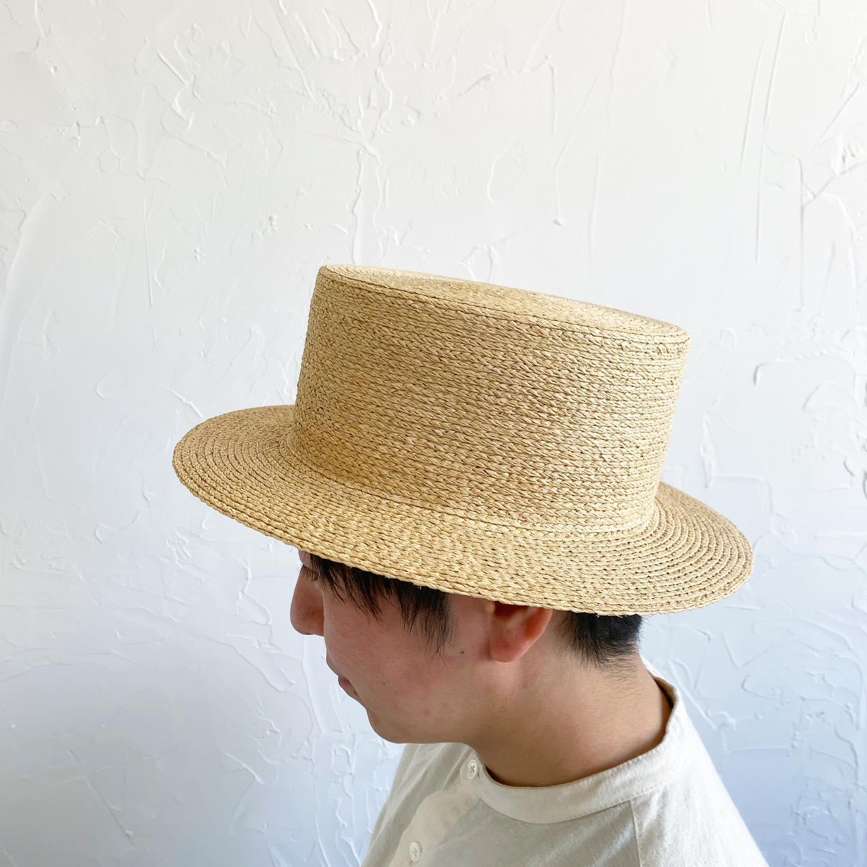 ・こんばんは・本日オーダー会二日目も春夏帽子にぴったりの小春日和の中、行う事ができありがとうございました・今日は事前予約の方が少なめでゆったりモードかと思っていましたが、フリーのお客様がなんともタイミング良く重なりすぎずお越しくださいました・皆様ぴったりの帽子やお洋服をお選びくださりありがとうございました・そして明日日曜日のご予約状況ですが今の時点で埋まっていますのでフリーでのご案内は難しい状況かと思いますフリーでお越しいただいた場合、外でお散歩しながらお待ちいただいても大丈夫な方はスタッフまでお声がけいただければ大変ありがたいです・尚、明日はNoufuさん @noufu.pain のパンの販売日です 二人も在店してくださいますこちらはもちろん予約なしでどなたでもご購入いただけますので是非心を込めて作られた美味しいパンを買いにいらしてくださいませ(無くなり次第終了となります)・オーダー会期中23日(火)の祝日は今時点でご予約は少ないのでそちらもご検討いただければと思います・・今季は新作で男性サイズの帽子の展開もできKIKONOのメンズライン「KIKONO Homme」をこれから少しずつ増やしていきたいです・Noufuのたいちゃんモデルさんをお務めいただきありがとう!・Noufuの制服のメンズシャツもJohannnamieli  @johanna_mieli では初めてのメンズライン・こちらのシャツもとても好評いただき旦那様のお誕生日のプレゼントなどにお選びいただく方も多いです・・それでは明日も良い一日になりますように・11:00から16:30までお待ちしております・・#kikono #johannnamieli #noufu #オーダー会#オリジナル帽子