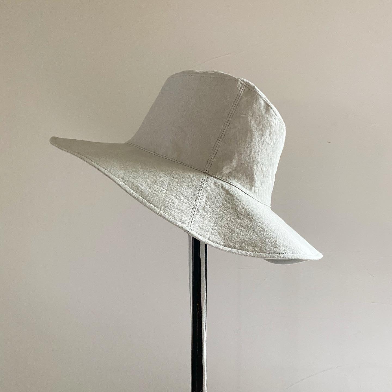 ・ひとつ前の投稿でお知らせした新作の「リネンハット」・こちらはミントグレーのお色です・薄い薄荷色 きれいなお色・・その他、ベージュもただいま製作中・帽子の詳細はひとつ前の投稿にありますのでよろしければご覧くださいねその他、ご質問などありましたらDMにてお問い合わせください・・本日11:00から16:30までオープン致します・・(明日11日日曜日はお休みをいただきます)・・・