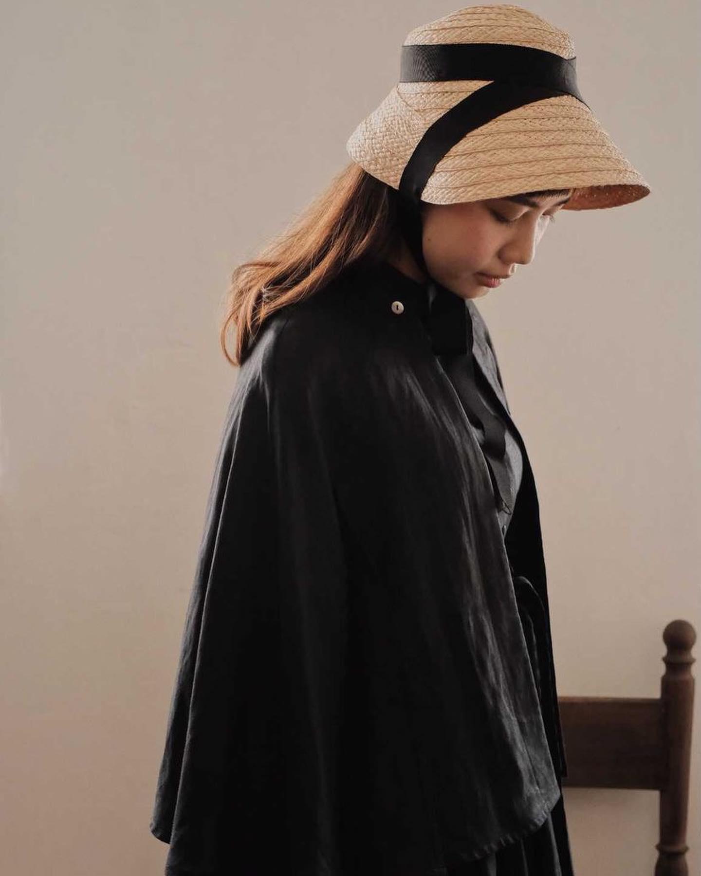 嬉しいお知らせです・香港でKIKONOの帽子のお取り扱いがはじまりました・@onka.hk ・ご自身も香港でブランドとshopを運営し、植物染めや独自の技法を使って洋服や帽子を作られている職人さんです・安加さんの素晴らしい作品にとても刺激をうけました・・安加さんの素敵なお洋服とモデルさんに合わせて写真を撮っていただき帽子もとても嬉しそうに見えます・KIKONOの製品を通じて海の向こうの素敵な方とのコミュニケーションがとれる事がとても嬉しく感謝いたします・これから製品のやり取りだけではない心の交流ができれば、なんても想っています・・私達も2017年に一度香港のマーケットに出店した事があります 大都会で歩くスピードやエスカレーターの速さに驚いた事、人々の生き生きとした活気を思い出します・このいただいたご縁を大切にしてまた香港の空気を肌で感じてみたいです・・香港のお客様是非お手にとってみてくださいね・・安加さん、ありがとう!・KIKONOの帽子達をどうぞよろしくお願いします・・・153-155C,Ki Lung Street,Sham Shui Po, Hong Kong・・・