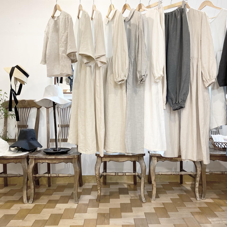 来月前半の出店のお知らせです・8/7(土)8(日) @store_of_fakevintage ・代々木上原 @tefu.official ・12:00から19:00(7日)11:00から18:00(8日)・先月初参加させていただき、沢山の皆様にご紹介させていただきました・今回もファッションを中心とした様々なジャンルのブランドが参加いたします新作の洋服もお持ちしますので是非お立ち寄りください・・8/11(水)から17(火)・伊勢丹立川 NO MI NO・伊勢丹立川店2階ギャラリースクエア10時から19時30まで・去年の夏からちょうど一年前久しぶりの伊勢丹立川です・素敵な出店者の皆様とまたあの場所に立てる事、楽しみです・近年立川での出店も多く大好きな街です・・また近くなりましたらご案内させていただきますね・・それぞれの場所での良い出会いがありますように、準備していきたいと思います・皆様にお会いできる事楽しみにしています・・・