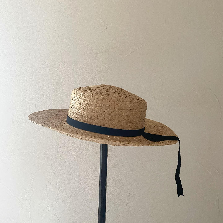 ・関東は梅雨明けして夏本番がやってきました・帽子日和の毎日になりそう・こちらはラフィアブレード素材のつば広タイプ・Violetta・つばのあげ下げができます・・しっかり日除けして快適にお出かけしたいですね・・